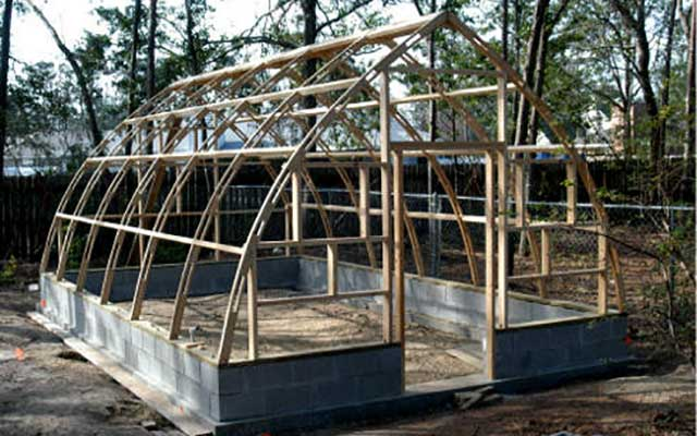Gothic arch greenhouses review p manis for Gothic arch greenhouse plans